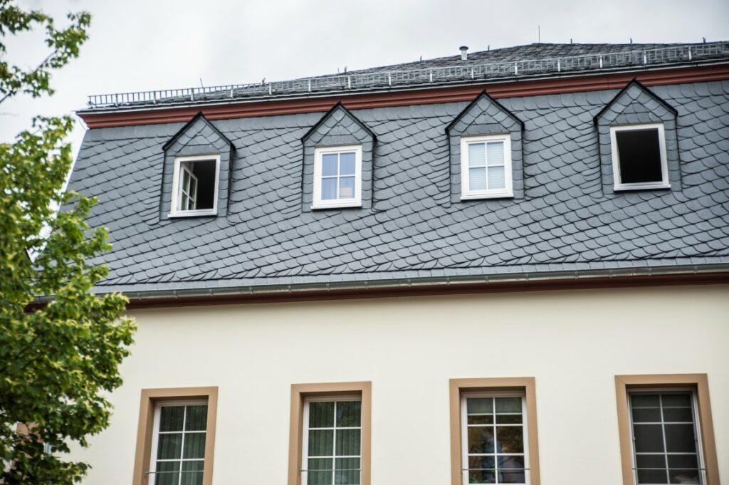 Dacheindeckung mit Ibero-Schiefer ( i18 )