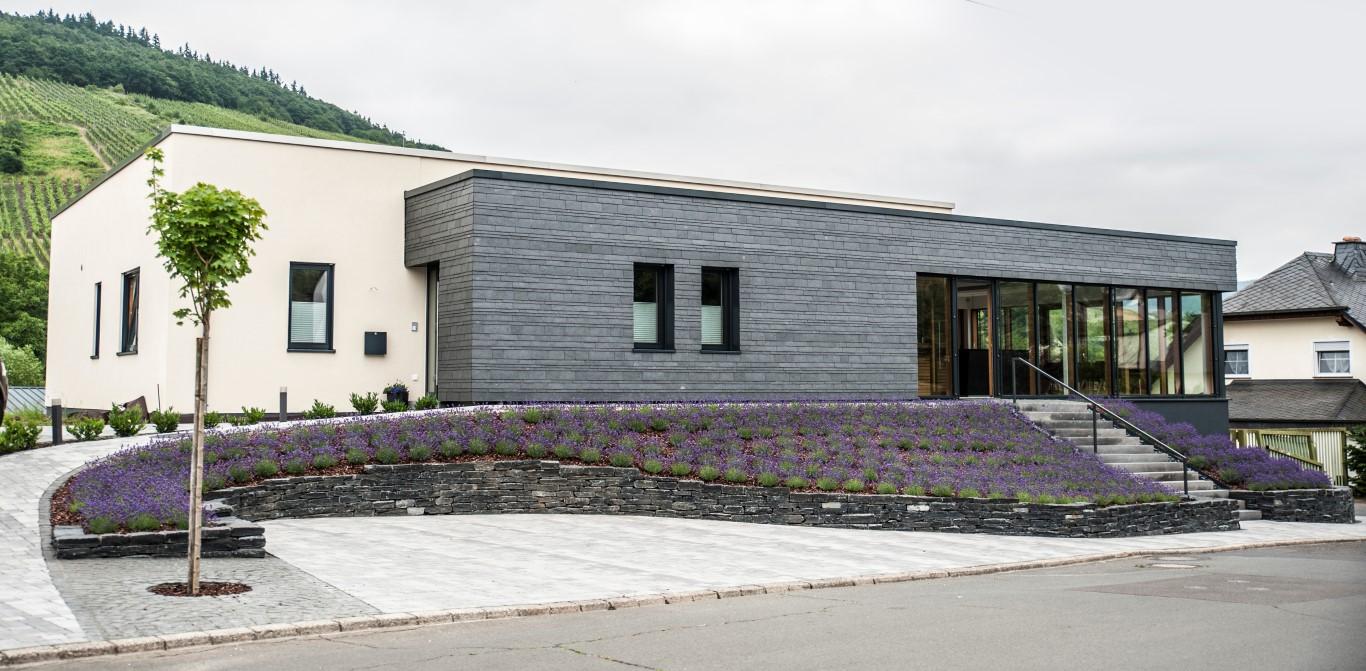 Moderne fassadenverkleidung aus holz  Fassadenschiefer - J+B - Naturstein und Schiefer kaufen ...